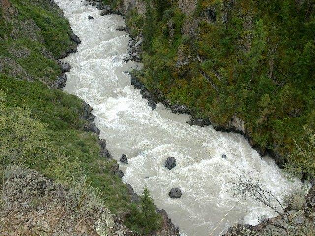 Турист изБратска пропал вгорной реке Алтая