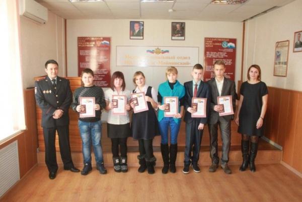 ВДень Конституции России вКунгуре состоялось праздничное вручение паспортов